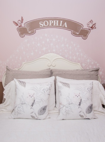 child-room-with-pillows