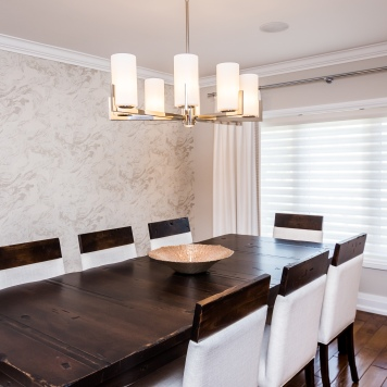 dinner-table-with-lamps-custom-drapery
