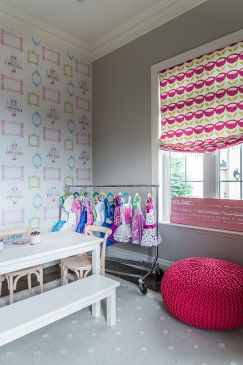 wallpaper and decor for maple drapery